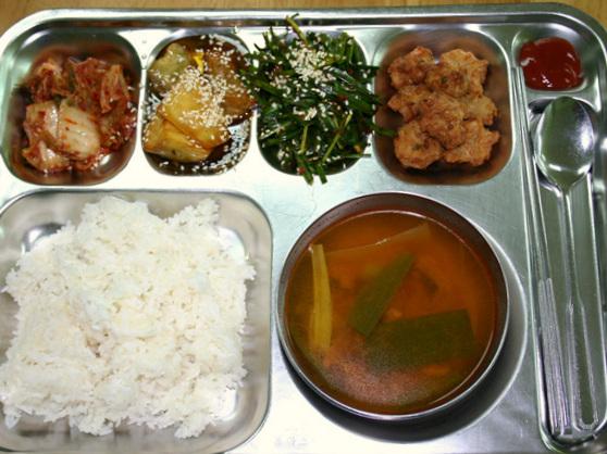 韓国資本の語学学校の食事例