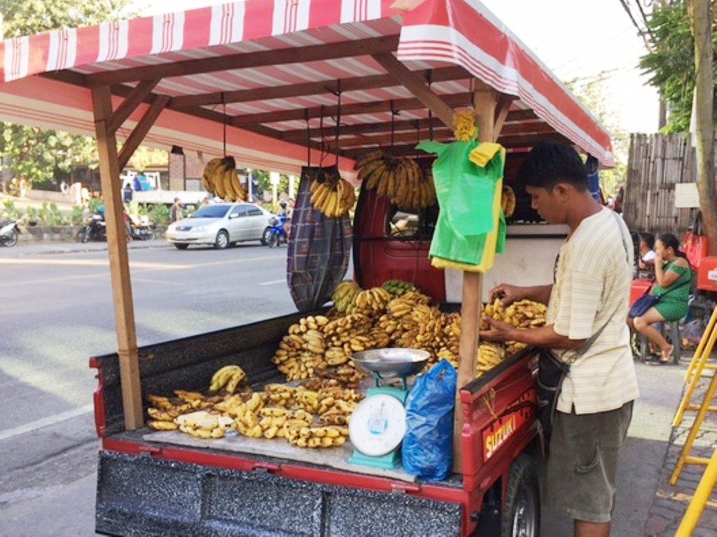 フィリピン留学_JY周辺_バナナトラック屋台