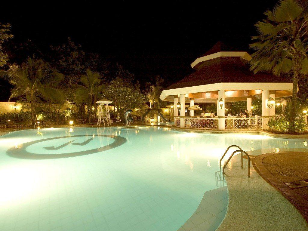 プレミア提携ホテルのプール
