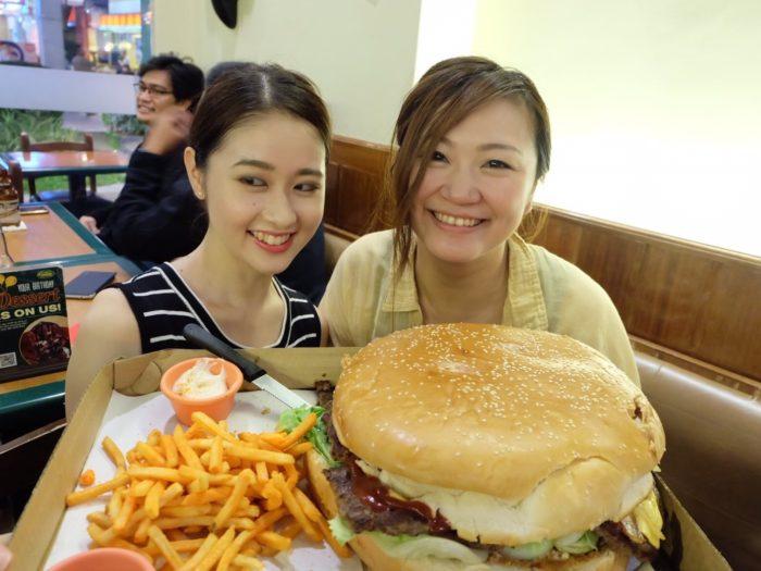 ビッグサイズのハンバーガー