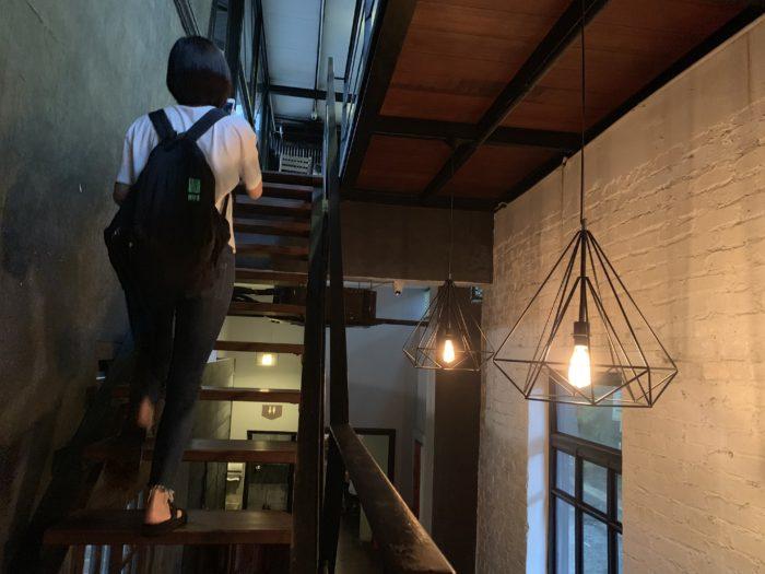 カフェ 階段